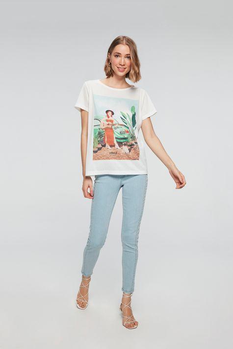 Camiseta-com-Estampa-Mulher-com-Cachorro-Detalhe-1--