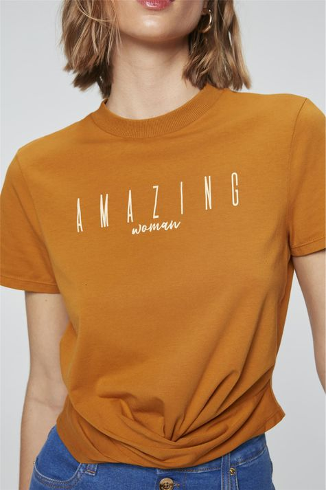 Camiseta-Cropped-com-Estampa-Amazing-Detalhe--