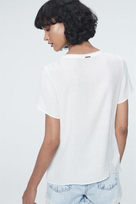 Camiseta-com-Estampa-The-Most-Beautiful-Detalhe--