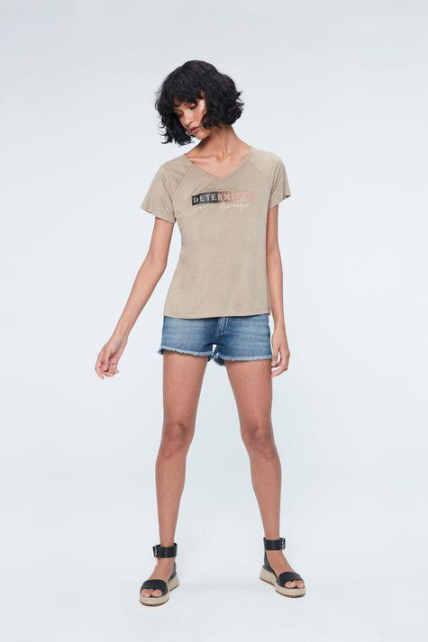 Camiseta-de-Suede-com-Estampa-Determines-Detalhe-1--