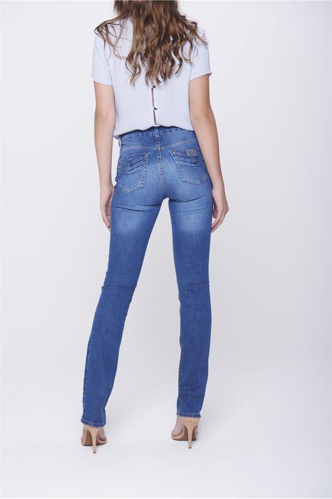 Calca-Jeans-Reta-com-Detalhe-nos-Bolsos-Costas--