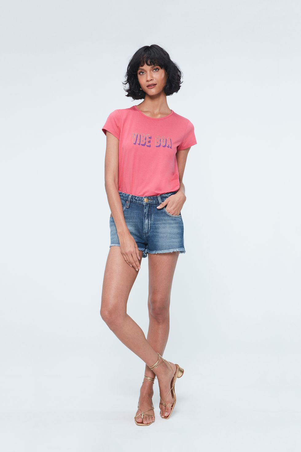 Look-Camiseta-com-Estampa-Vibe-Boa