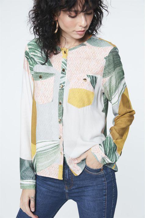 Camisa-Estampa-Geometrica-e-Folhagens-Detalhe--