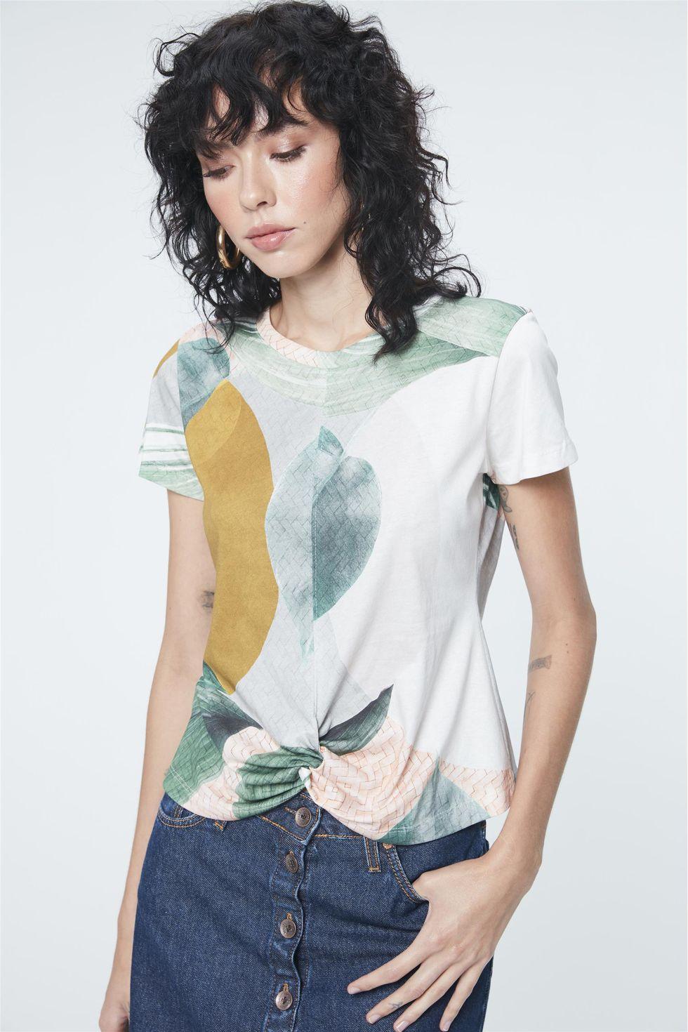 Camiseta-Estampa-Geometrica-e-Folhagens-Frente--