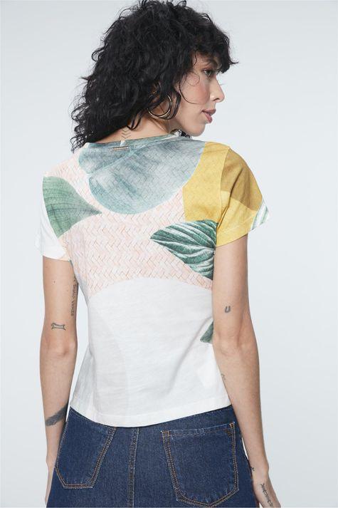 Camiseta-Estampa-Geometrica-e-Folhagens-Costas--