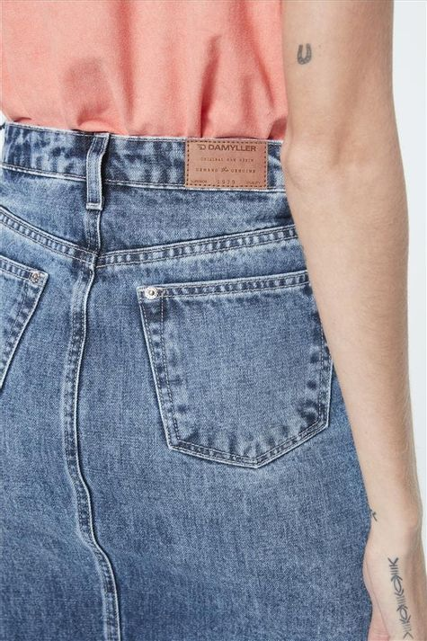 Saia-Jeans-Media-com-Barra-Desfiada-Detalhe--