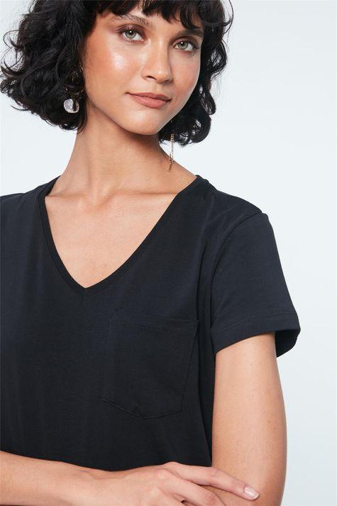 Camiseta-Lisa-com-Bolso-Feminina-Frente--