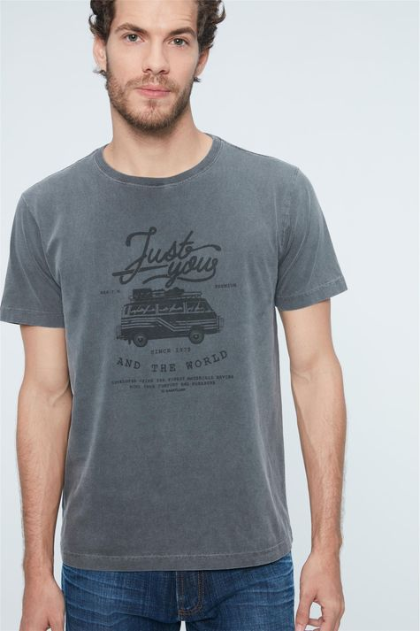 Camiseta-Estampa-Just-You-And-The-World-Detalhe--