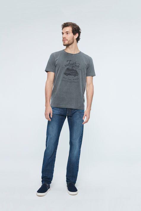 Camiseta-Estampa-Just-You-And-The-World-Detalhe-1--