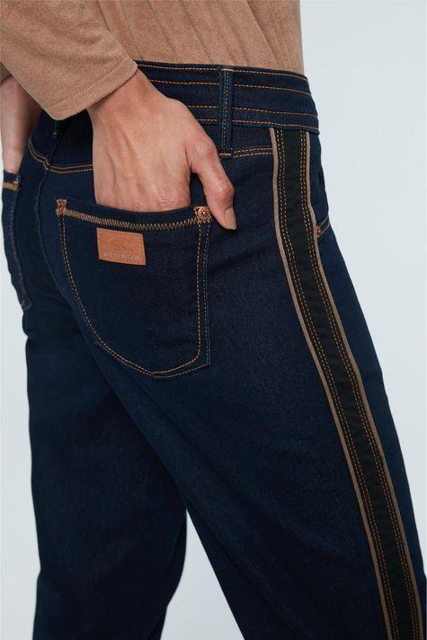 Calca-Jeans-Jogger-com-Faixas-Detalhe-1--