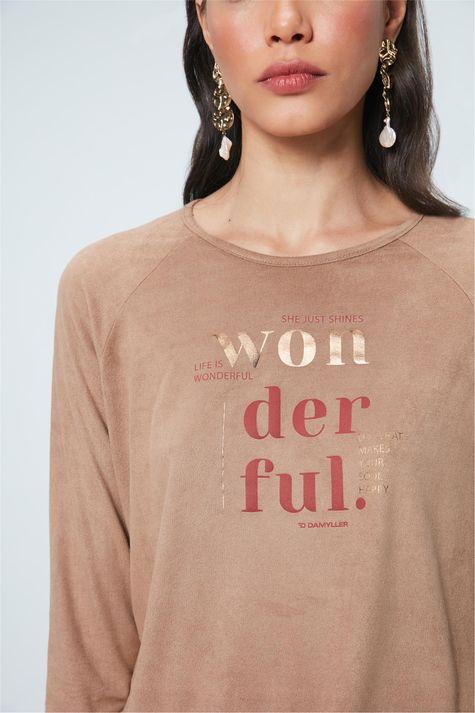 Camiseta-de-Suede-com-Estampa-Wonderful-Detalhe--