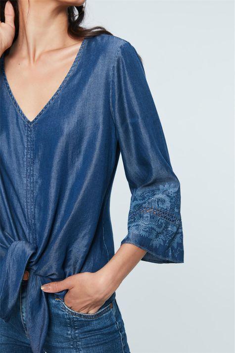 Blusa-Jeans-Amarracao-e-Estampa-Etnica-Detalhe--