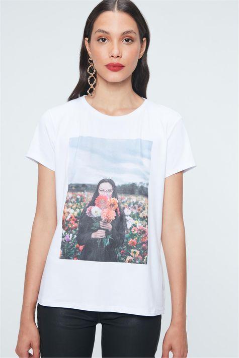 Camiseta-com-Estampa-de-Fotografia-Detalhe--