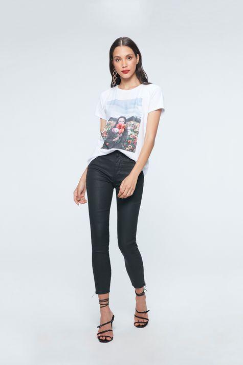 Camiseta-com-Estampa-de-Fotografia-Detalhe-1--