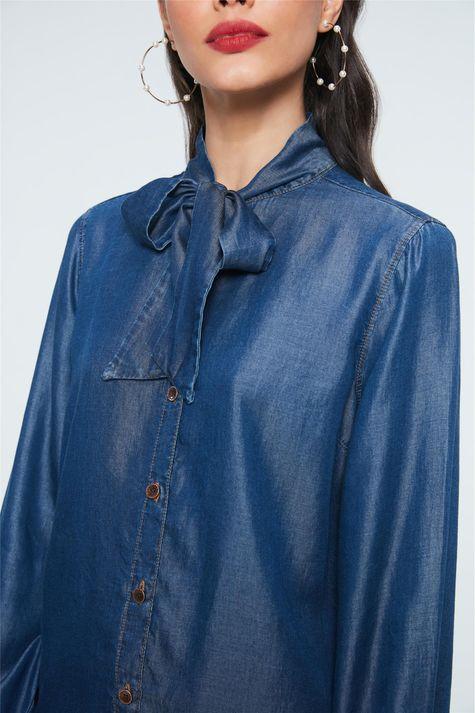 Camisa-Jeans-com-Gola-Laco-Feminina-Detalhe--