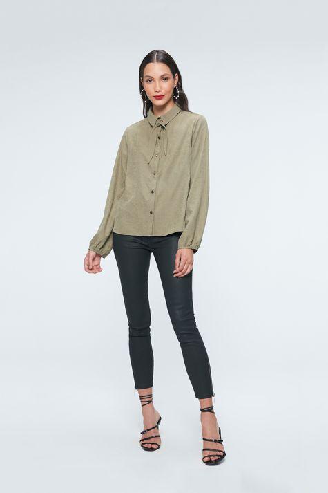 Camisa-com-Mangas-Bufantes-Feminina-Detalhe-1--