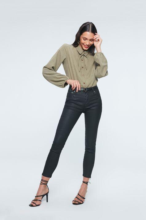 Camisa-com-Mangas-Bufantes-Feminina-Detalhe-2--