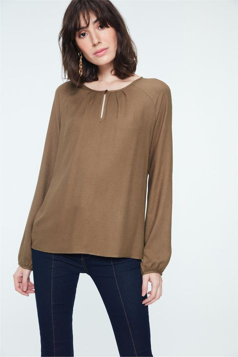 Blusa-Lisa-com-Pregas-no-Decote-Costas--