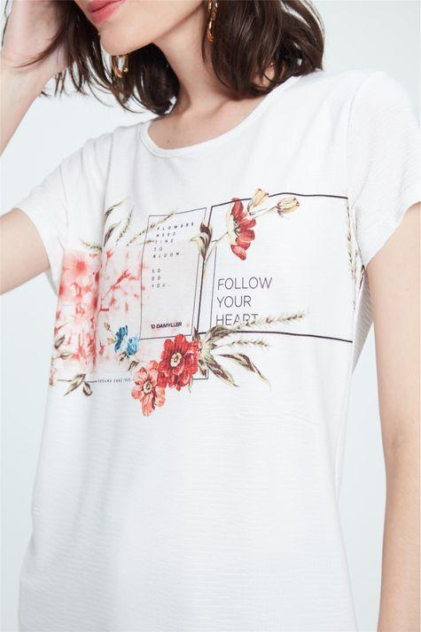 Camiseta-com-Estampa-Follow-Your-Heart-Detalhe--