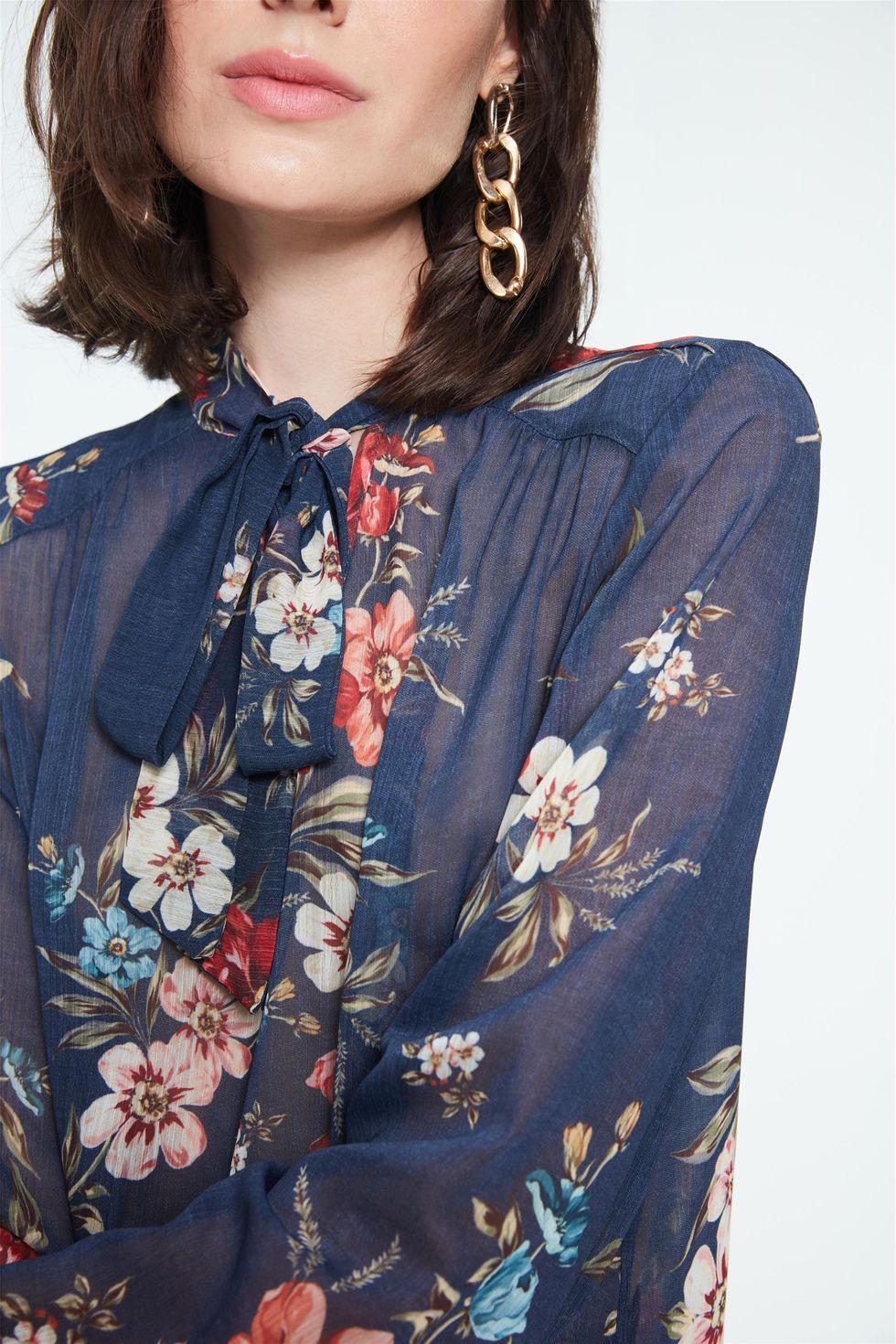 Blusa-com-Transparencia-e-Estampa-Floral-Frente--
