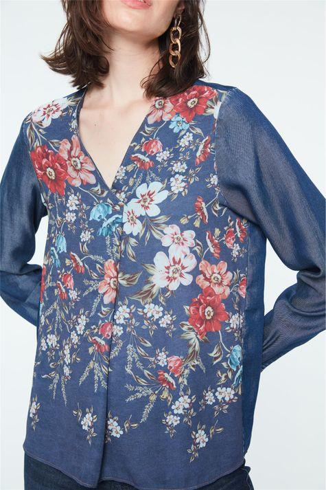 Blusa-com-Prega-no-Decote-Estampa-Floral-Detalhe--