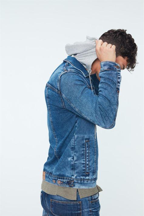Jaqueta-Jeans-Trucker-de-Capuz-Masculina-Detalhe-1--