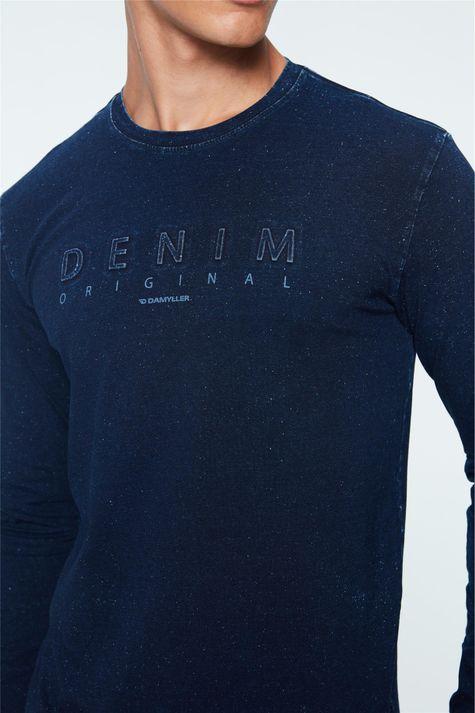 Camiseta-de-Malha-Denim-com-Estampa-Detalhe--