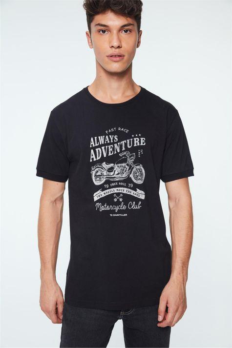 Camiseta-com-Estampa-de-Motocicleta-Detalhe--