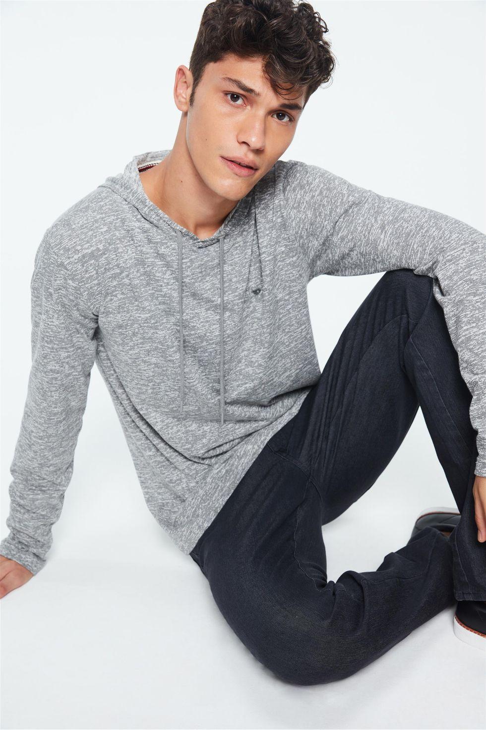 Camiseta-com-Capuz-Manga-Longa-Masculina-Frente--
