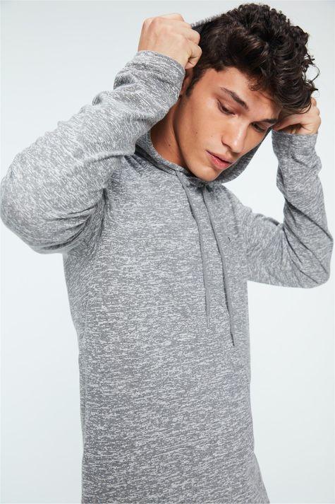 Camiseta-com-Capuz-Manga-Longa-Masculina-Detalhe-1--