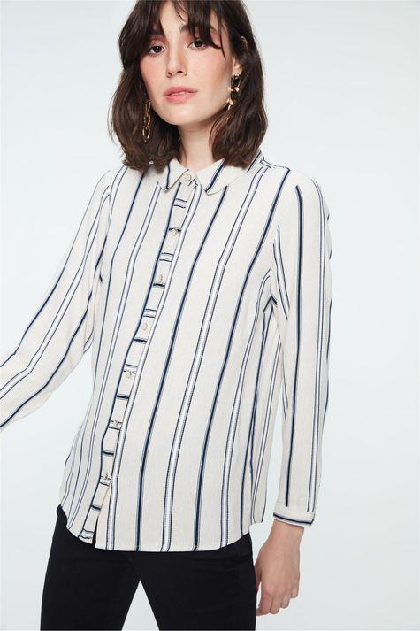 Camisa-com-Estampa-Listrada-Feminina-Detalhe--