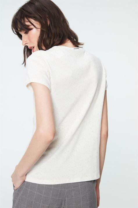 Camiseta-com-Estampa-de-Trevos-Feminina-Costas--