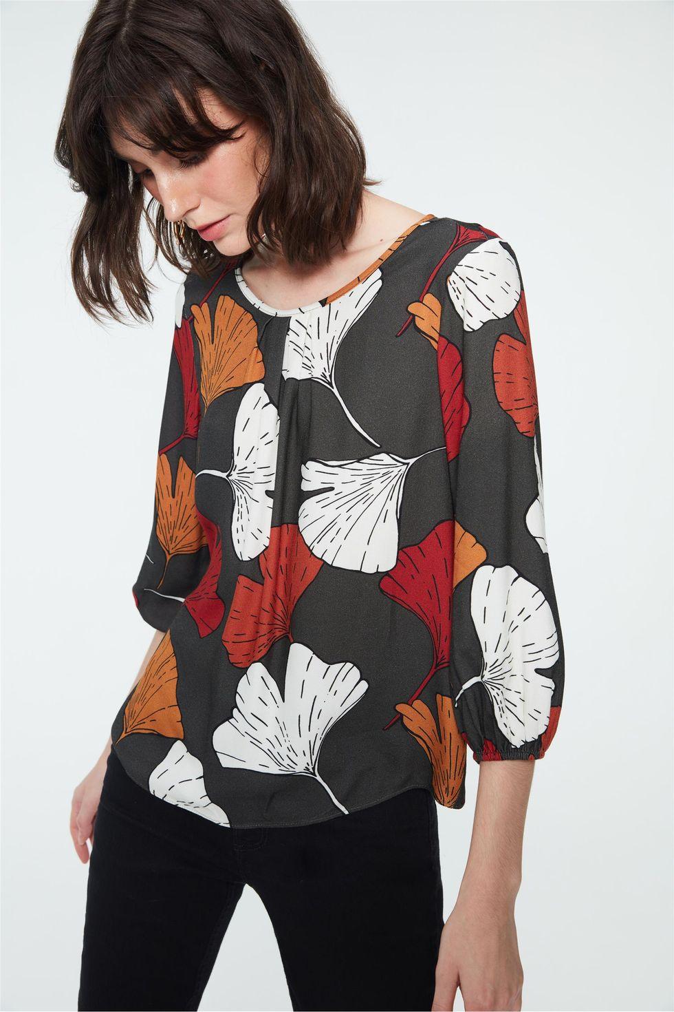 Blusa-com-Estampa-de-Folhas-Coloridas-Frente--