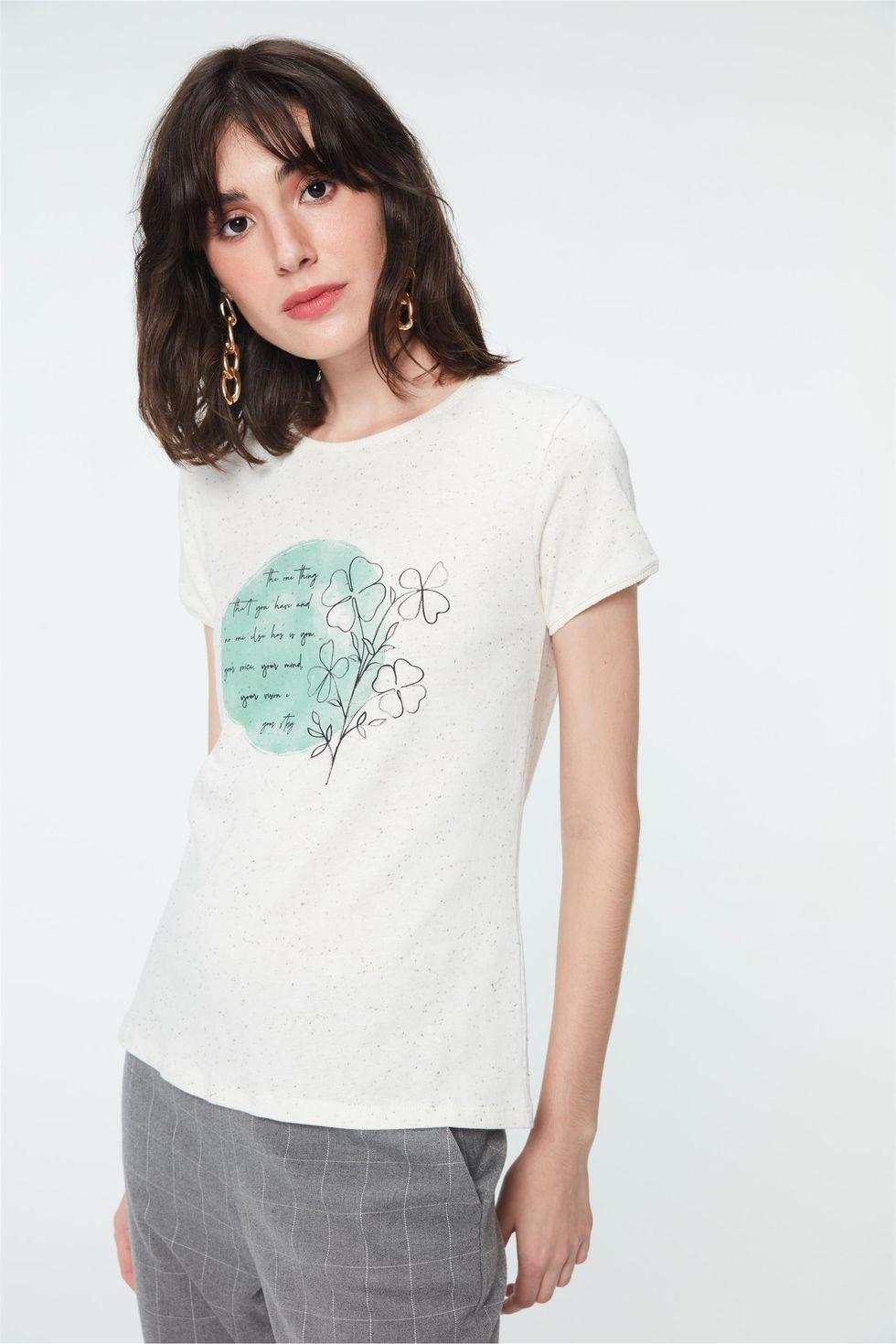 Camiseta-com-Estampa-de-Trevos-Feminina-Frente--