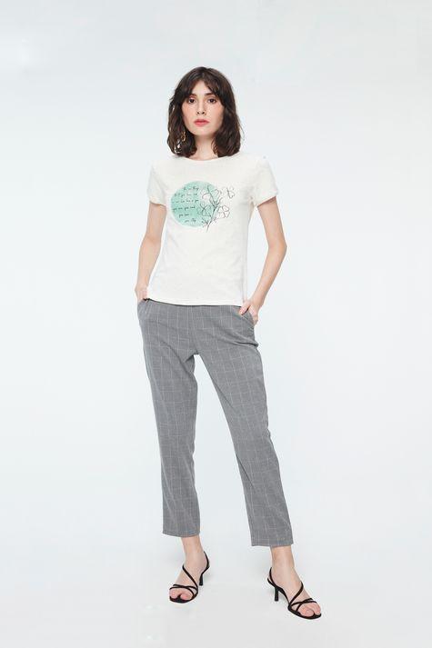 Camiseta-com-Estampa-de-Trevos-Feminina-Detalhe-1--