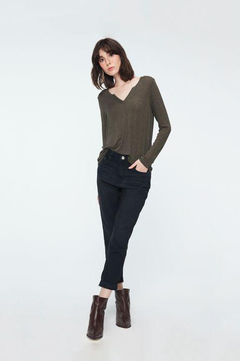 Blusa-Lisa-Decote-V-Feminina-Detalhe-1--