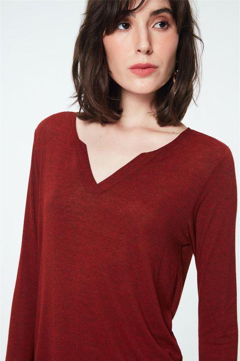 Blusa-Lisa-Decote-V-Feminina-Detalhe--