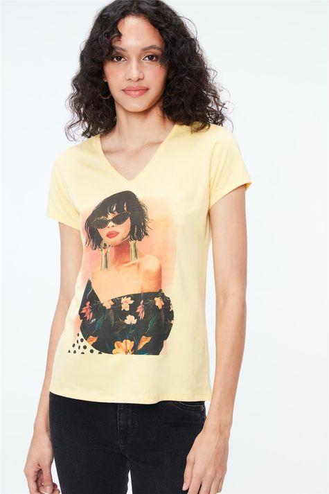 Camiseta-com-Estampa-e-Termocolantes-Detalhe--