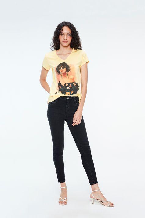 Camiseta-com-Estampa-e-Termocolantes-Detalhe-1--