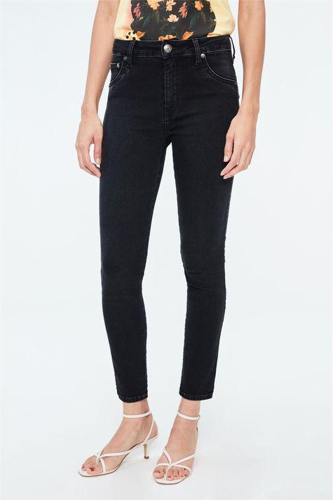 Calca-Jeans-Escura-Cropped-Cintura-Alta-Detalhe--