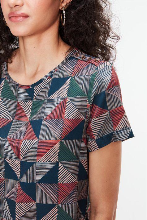Blusa-com-Estampa-Geometrica-Feminina-Detalhe--