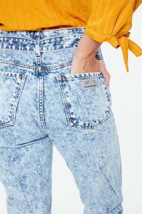 Calca-Jeans-Clochard-Cintura-Alta-Bleach-Detalhe-2--