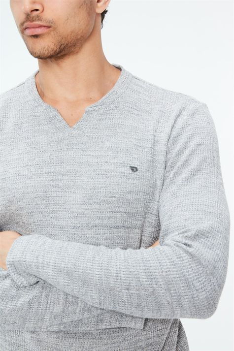 Camiseta-de-Trico-Cinza-Masculina-Detalhe--