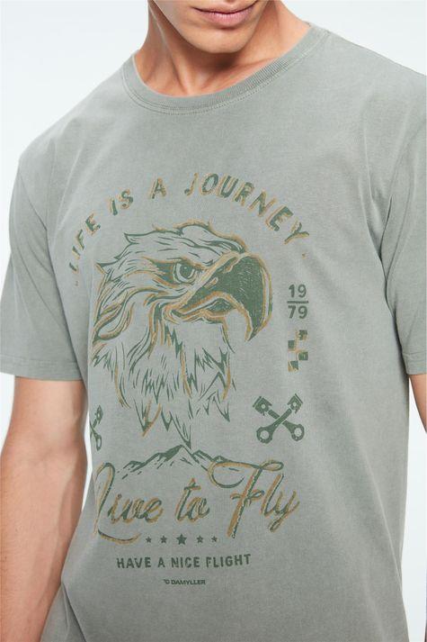 Camiseta-com-Estampa-Life-is-a-Journey-Detalhe--