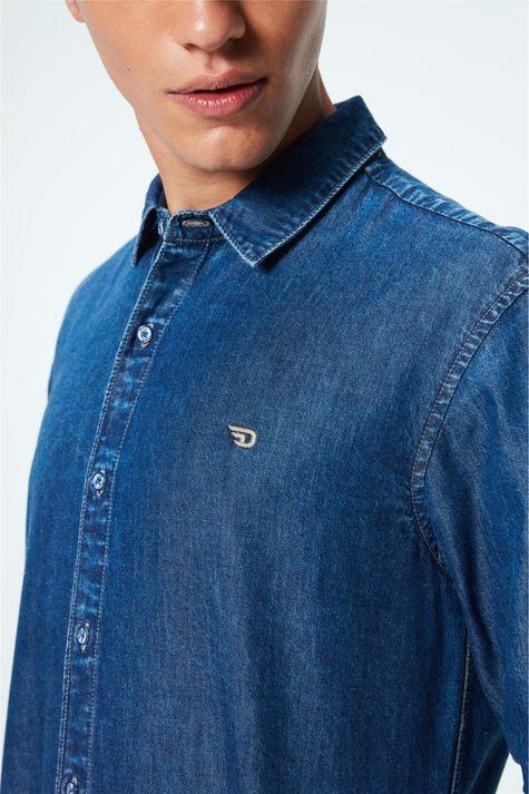 Camisa-Jeans-Azul-Medio-Masculina-Detalhe--