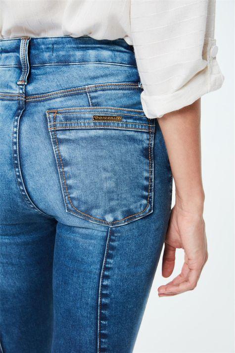 Calca-Jeans-Jegging-com-Barra-Desfeita-Detalhe-1--
