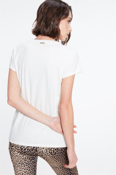 Camiseta-com-Estampa-Let-Your-Confidence-Costas--
