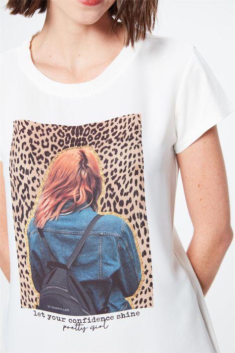Camiseta-com-Estampa-Let-Your-Confidence-Detalhe--