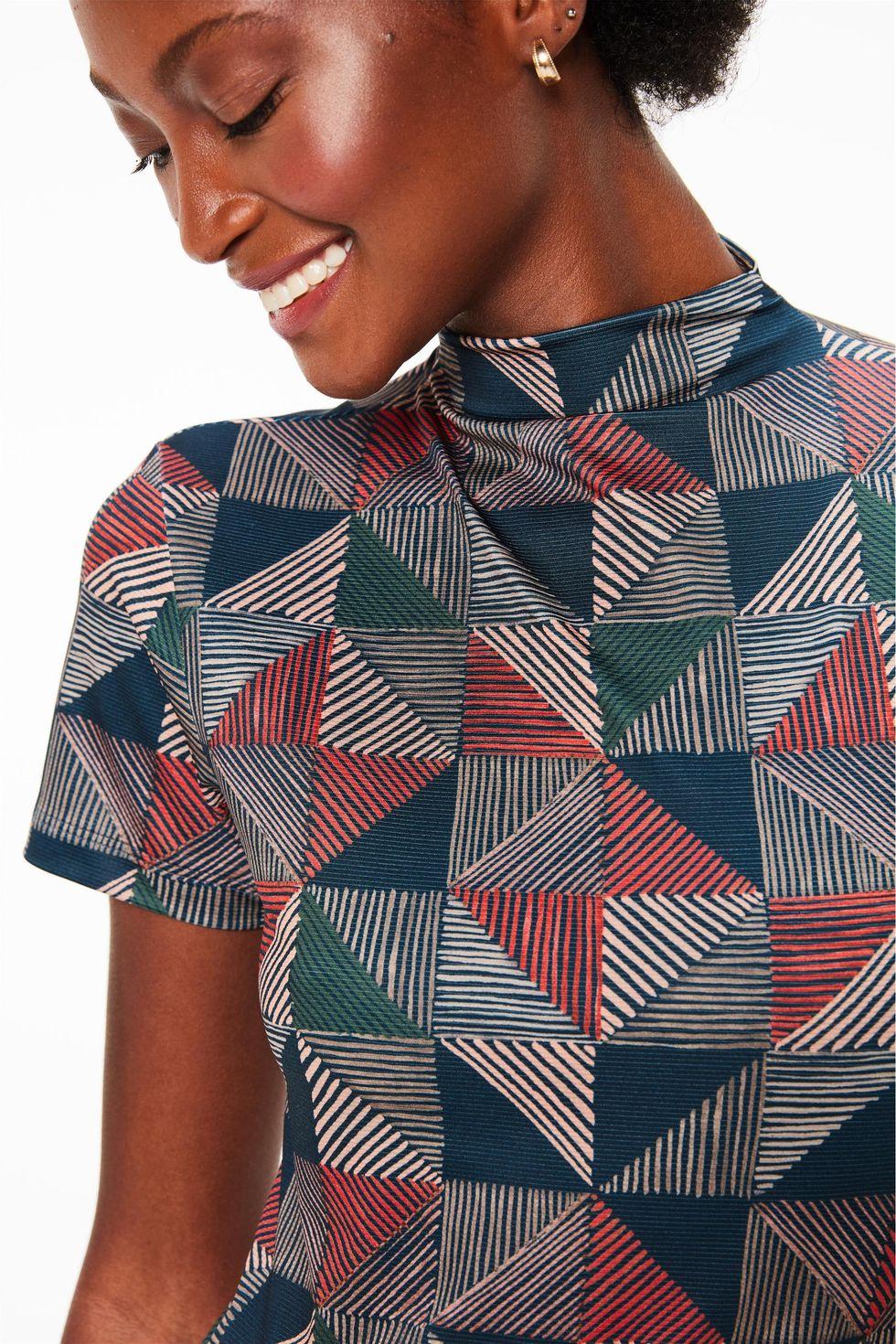 Blusa-de-Gola-com-Estampa-Geometrica-Frente--