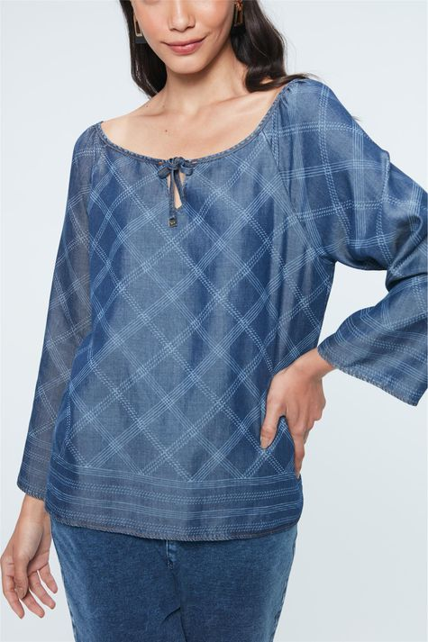 Blusa-Jeans-com-Estampa-Xadrez-Feminina-Detalhe--